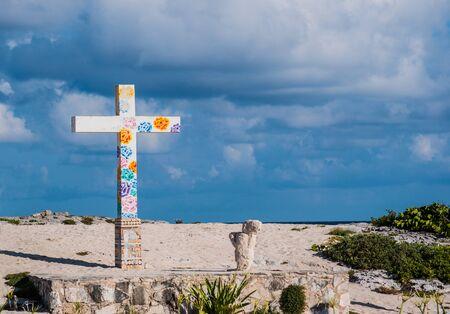 White cross on a beach, Cozumel Island, Mexico Standard-Bild