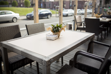 outdoor glamour: Fine Free cafe Table Setting With Bouquet