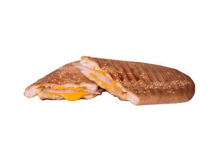 Sandwich isolé sur fond blanc. Toasts chauds avec jambon et fromage. Image alimentaire pour carte de menu, conception de sites Web, site, boutique, publicité ou livraison. Retouche et isolation de haute qualité.