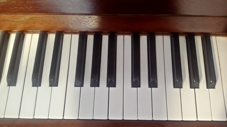hymn: Antique piano