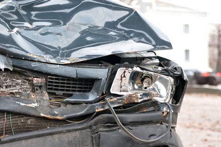 carroceria:  Un coche destrozado pone en espera despu�s de un accidente de coche vicioso