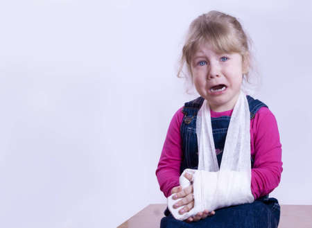 the child with the broken arm in a gypsum cries