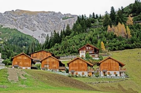 Houten huizen in Malbun in Liechtenstein, Europa