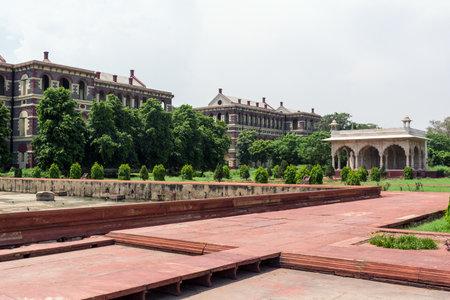 Sawan Pavilion and Hayat-Bakhsh gardens in Red Fort in Delhi, India Editöryel