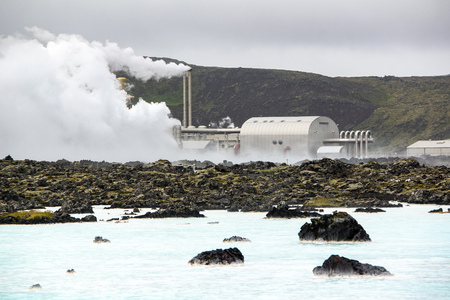 Building outside the famous geothermal Blue Lagoon spa in Iceland with chimneys Imagens