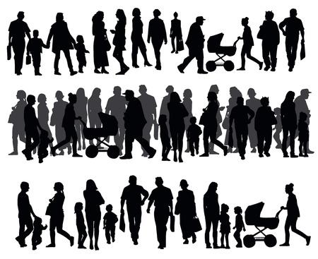 caminando: Siluetas de la gente que camina en la calle