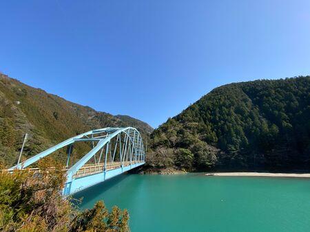 A bridge over a Japanese lake. Archivio Fotografico