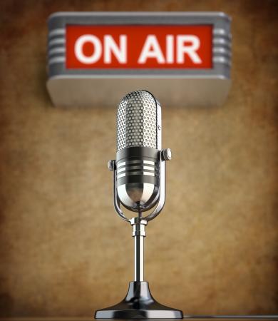 microfono de radio: Micrófono retro en el viejo estudio con el signo de aire