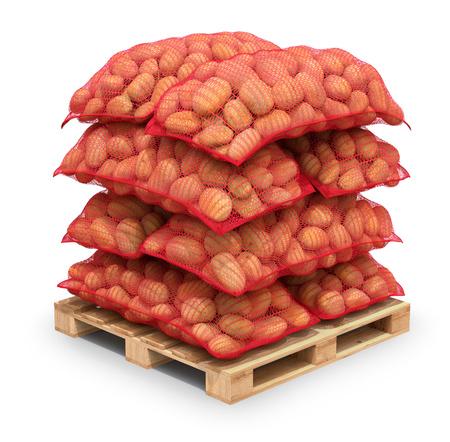 the pallet: Patatas en sacos de arpillera de color rojo en la paleta Foto de archivo