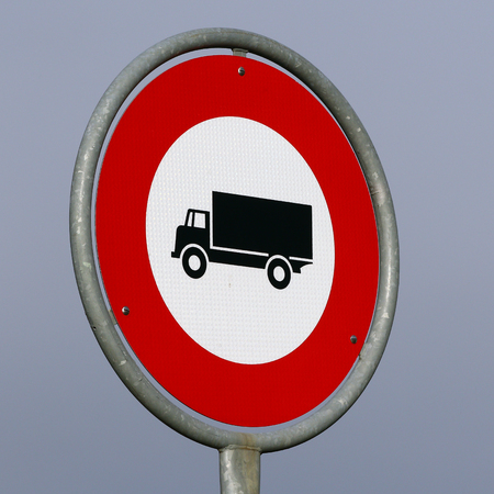 no entry sign: No trucks allowed road sign