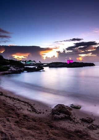 sunrise in caribbean beach of Mexico Banque d'images - 135503511