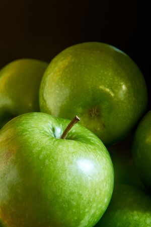 A close-up image of a group of green Granny Smith cooking apples. 写真素材