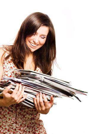 leggere rivista: Donna, giovane bellezza con riviste (isolato)