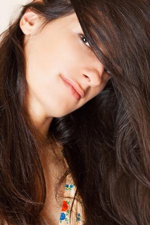 lussureggiante: Ritratto di una bella ragazza abbastanza giovane con peli rigogliosi lungo liscia Archivio Fotografico