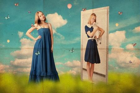 spiegelbeeld: kunst collage met mooie jonge vrouw, retro afbeelding