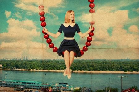columpio: arte del collage con una mujer joven y bella, la imagen retro