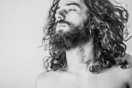 beau jeune homme: l'art du portrait d'un homme beau, désaturé Banque d'images