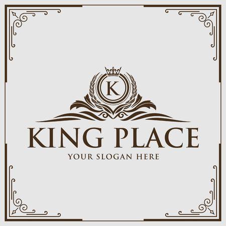 Letra K caligrafía en ilustración de borde de diseño de realeza Foto de archivo - 98414292