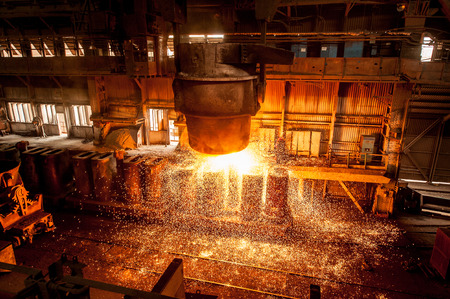 from ladle pours red-hot steel Standard-Bild