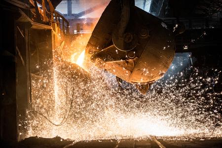 Pouring of liquid metal in open-hearth furnace Standard-Bild