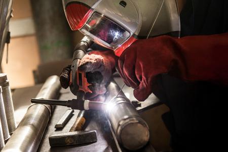 Closeup of man wearing mask welding in a workshop Standard-Bild