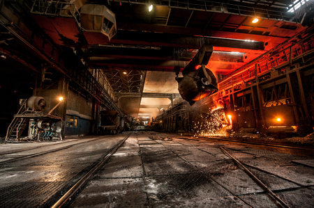 Pouring of liquid metal in open-hearth furnace Banque d'images