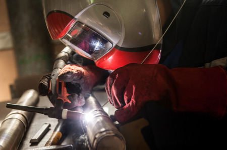Closeup of man wearing mask welding in a workshop Imagens