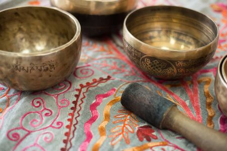 Tibetan singing bowls for meditation Stockfoto