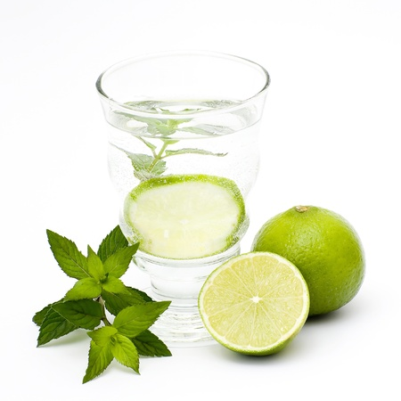 water with lime and mint photo