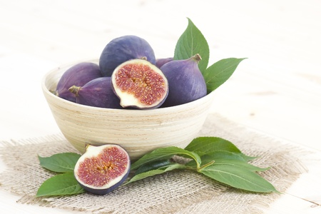 fresh figs in a bowl photo