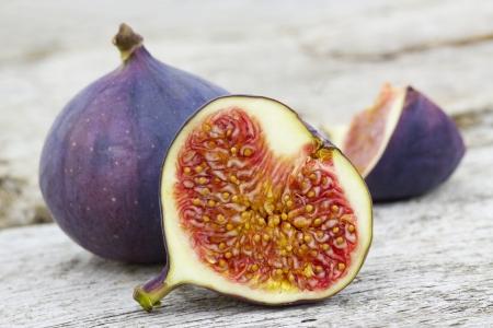 Fresh figs on old wooden background Standard-Bild