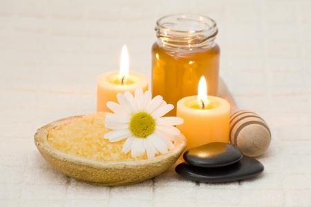 Sel de bain au miel et à la camomille Banque d'images - 16457398