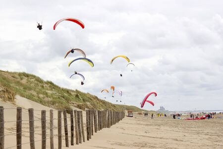 paragliding at the sea side, Netherlands, North Sea Imagens