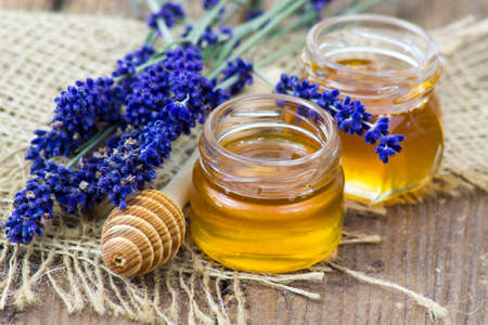 honey and lavender on wooden background 版權商用圖片