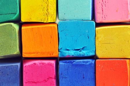 다채로운 석유 파스텔 상자 매크로에서 줄을.