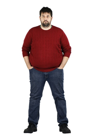 pancia grassa: Corpus completo tiro di un ragazzone sorridente, guardando fotocamera, vero mezza et� ordinaria uomo dalla barba bianca con problemi di peso isolato su bianco