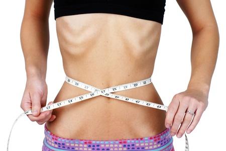 sick person: Anorexic y peso mujer obsesionada joven que mide su cintura muy delgada y esbelta, torso con costillas y huesos de cadera muestran claramente, ideal para la salud mental y los problemas corporales Dismorphia.