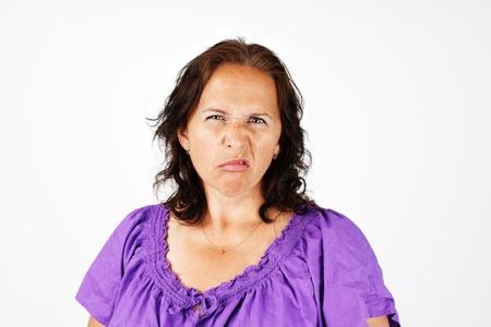 mujer fea: Gruñón, mujer de mediana edad irritada y molesta