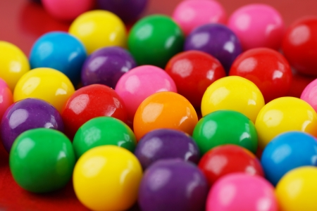 Colorful gumballs with only one orange in the middle Stockfoto