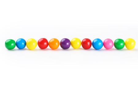 goma de mascar: Chicles de colores frontera sobre fondo blanco