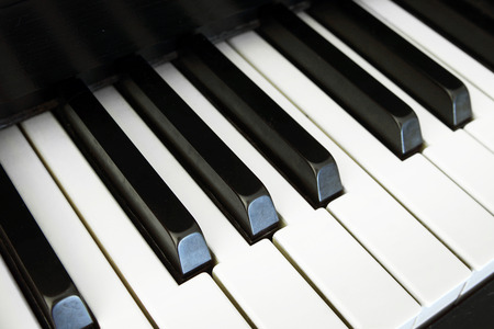 vignetting: Piano keys on an angle with vignetting