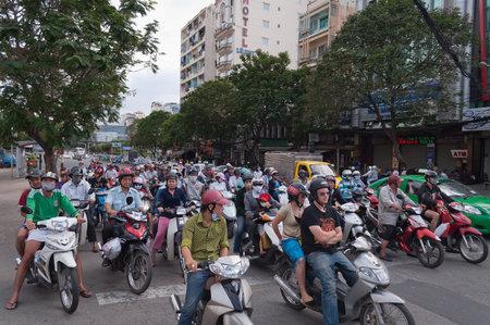 Ho Chi Minh, VIETNAM - 23 december: Verkeer op de straat op 23 dec, 2012, in Ho Chi Minh, Vietnam. Ho Chi Minh City is de grootste stad in Vietnam. Onder de naam Saigon. Redactioneel