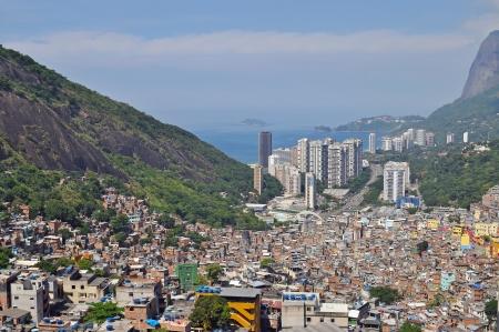 Favela Rocinha op 7 februari 2010 Rocinha is de grootste favela in Brazi Ongeveer 70.000 mensen wonen in Rocinha, waardoor het de meest dichtbevolkte sloppenwijk in Brazilië