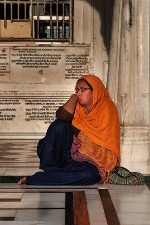 darbar sahib: AMRITSAR, INDIA, DEC - 7, 2014: Unidentified woman  in Golden Temple (Harmandir Sahib also Darbar Sahib). Golden Temple is the holiest Sikh gurdwara located in the city of Amritsar, Punjab, India. Editorial