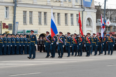 minin: NIZHNY NOVGOROD, RUSSIA - MAY 4, 2015: Soldiers in uniform with flags are at rehearsal of Military Parade commemorating the 70th anniversary Victory on Pozharsky and Minin Square