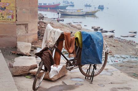 uttar: Laundry drying on bicycle near Ganga river in Harishchandra Ghat. Varanasi. Uttar Pradesh. India Stock Photo