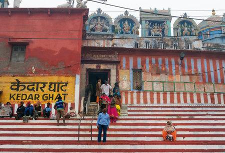 varanasi: VARANASI, INDIA - DEC 23, 2014: Unidentified Indian people near Kedareshwar temple on Kedar Ghat in Varanasi. Uttar Pradesh, India
