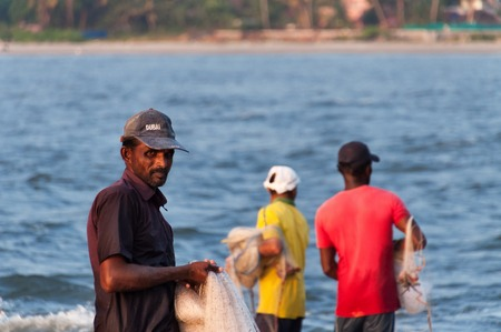 india fisherman: Fort Kochi, India - Jan 6, 2015: Unidentified Indian Fisherman with net on the beach of Fort Kochi. Kerala