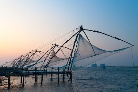 Chinese visnetten op zonsondergang. Fort Kochi. Kerala. Indië