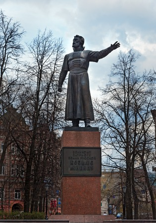 minin: Nizhny Novgorod, Russia - May 2, 2015: Monument to Kozma Minin on the street. Kuzma Minin was a boyard from Nizhniy Novgorod, Minin and Pozharskiy succeded to defeat the Polish and liberate Moscow in 1612 Editorial